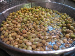 Black-Eyed Peas in the RInse Cycle