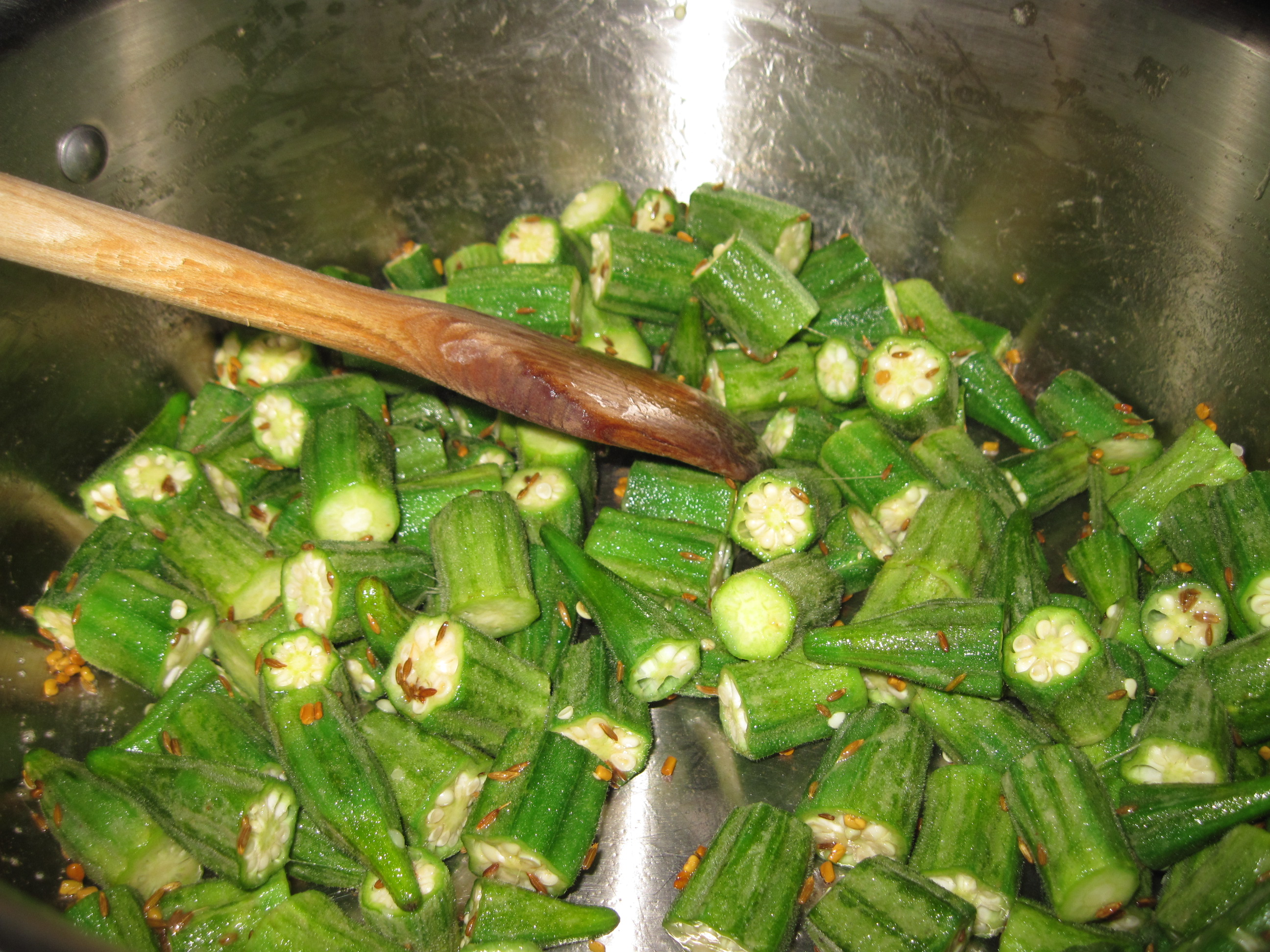 how to cook okra in pan