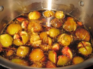 Add the figs to the syrup.