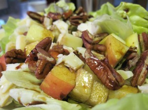 Sartori Salad with Apples and Walnuts