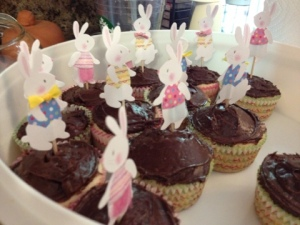 Festive cupcakes! Bunnies in outfits for the win!