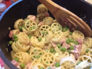 Creamy ham and pea pasta toss. (Look, a wagon wheel!)