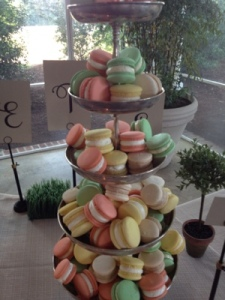 Even macarons taste better outside.