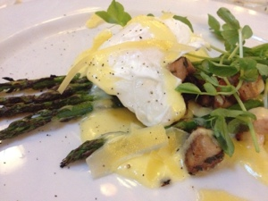 Eggs on asparagus with lardons from Guglhupf. It's like a salad, right?